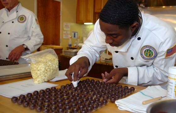 Rentr e quel mat riel pour les apprentis en cuisine - Materiel cuisine patisserie ...