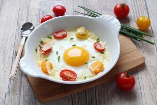 oeufs sur le plat tomate parmesan